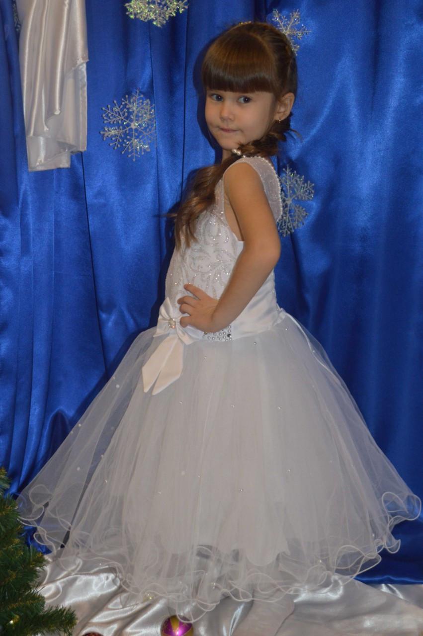 ad1a98edc26 Белое нарядное платье для девочки