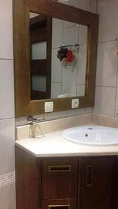 Тумба с рамой для небольшой ванной комнаты