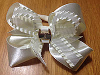 Бантики нарядные на резинке,  8*6 см, упаковка 2 шт. (пара) одного цвета. Молочные (кремовые), фото 1