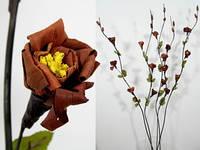 Красивый искуственный цветок
