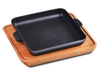 Сковорода чугунная квадратная с дощечкой 180х180х25мм BRIZOLL
