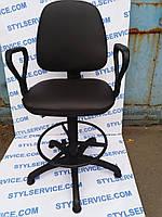 Кресло парикмахерское б/у. Цвет : черный