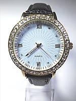 Часы женские наручные QUARTZ с камушками (черный ремешок)