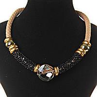 [2- 30 мм] Ожерелье ободок телесного цвета плетенка, декор из черных мелких бусин и крупных золотистых, круглый камень прозрачный по центру