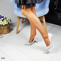 Стильные туфли-лодочки на шпильке