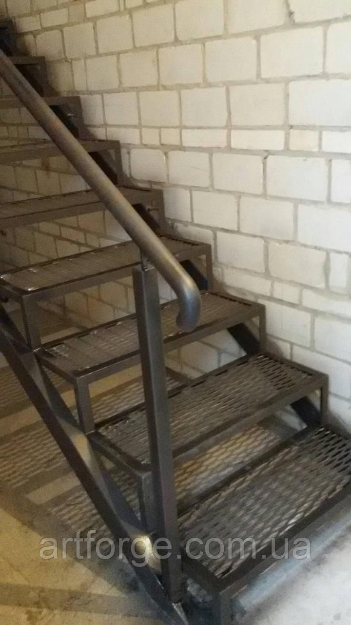 Лестница из металла в стиле Лофт
