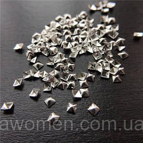 Металлические заклепки для ногтей 100 штук (квадратные серебро)