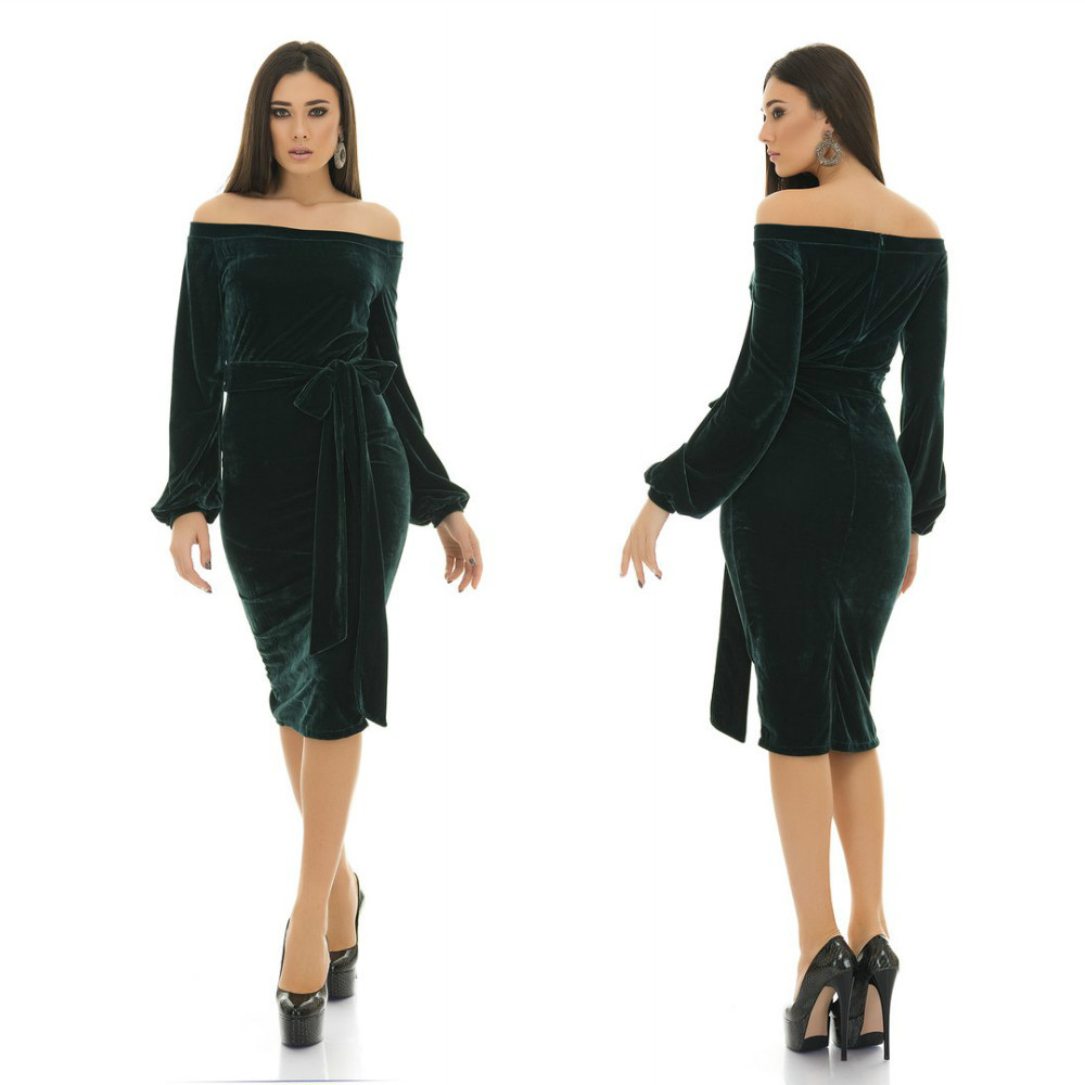Соблазнительное вечернее велюровое миди платье с открытыми плечами и поясом в комплекте