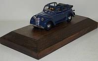 1:43 Авто легенды Москвич 400-420А на подставке, фото 1