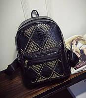 Рюкзак женский лаковый с заклепками для девочек, девушек (черный)