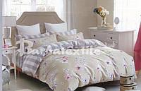 Красивый комплект постельного белья семейного размера бежевый с цветами