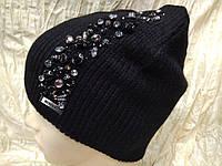 Женская шапочка украшенная камнями цвет  чёрный