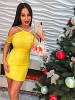 Яркое желтое женское платье
