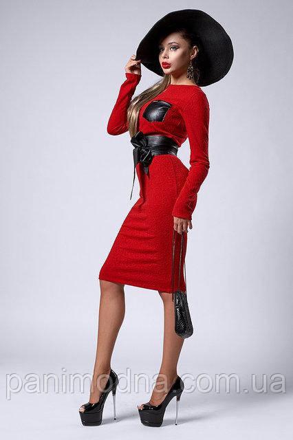 Модное красное теплое платье декорировано кожаным поясом  - код 299