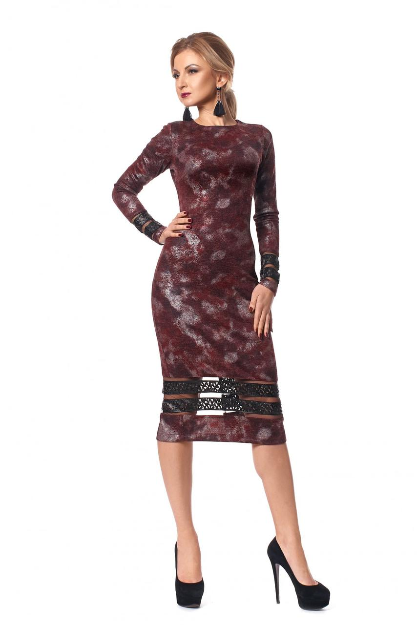 ccdd333d994d Женское бордовое платье-футляр декоррованное перфорированной кожей р.46