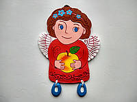 "Панно ""Ангелик з яблучком"" (червоний, темне волосся)"