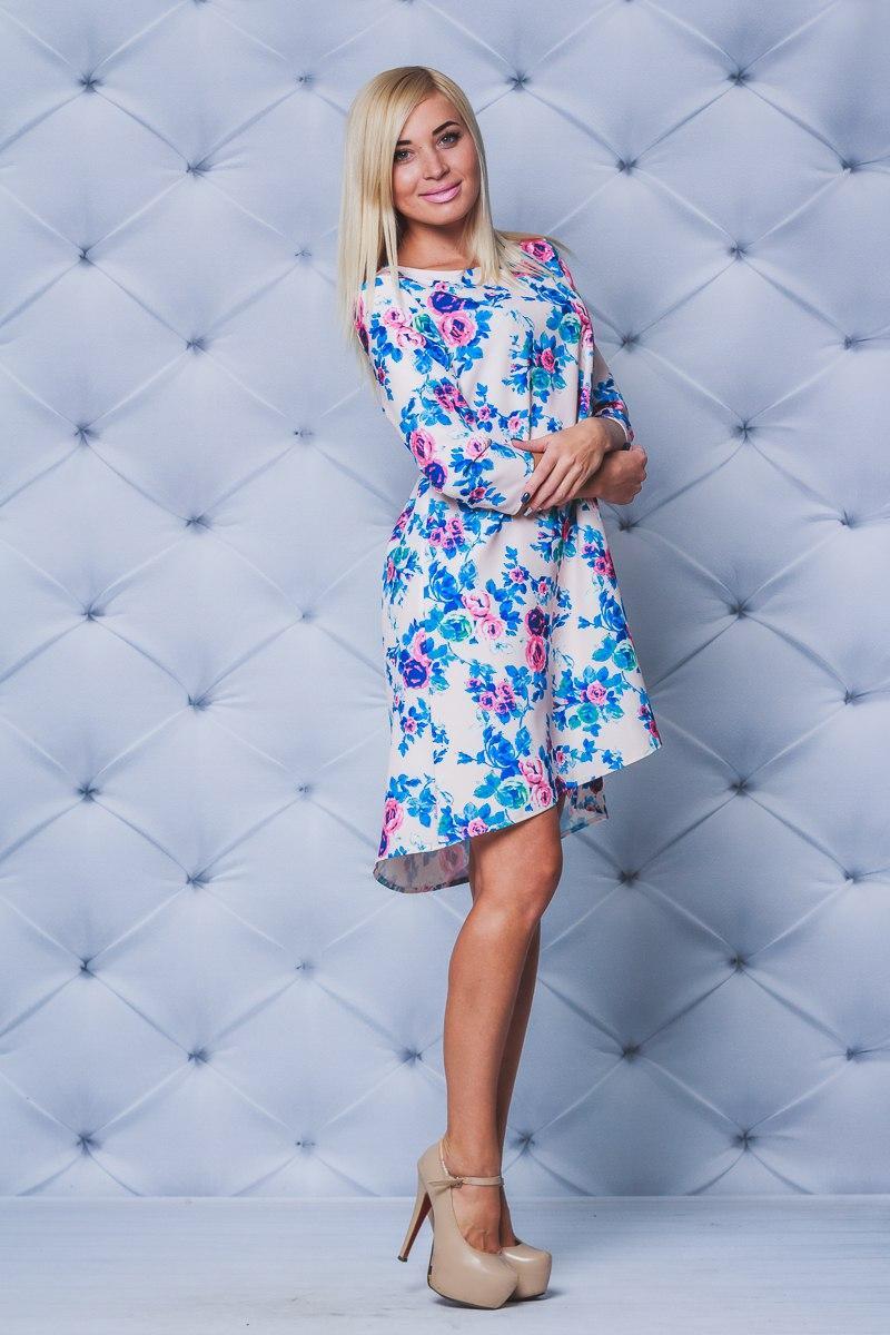 Молодежное платье свободного кроя принт бежевые цветы