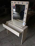 Визажный стол в кремовом цвете