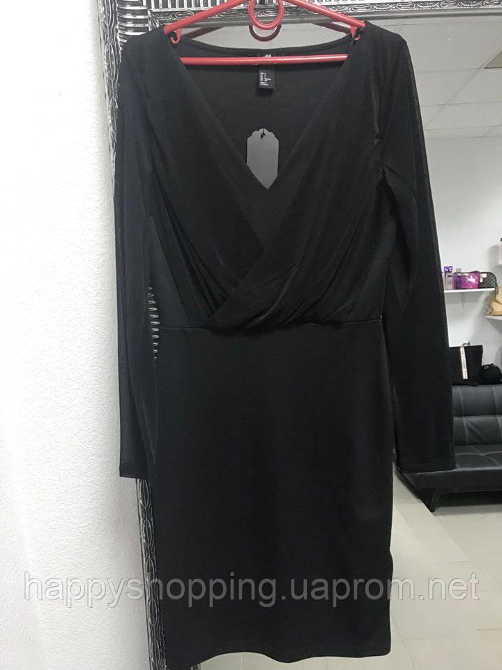 Черное платье с декольте