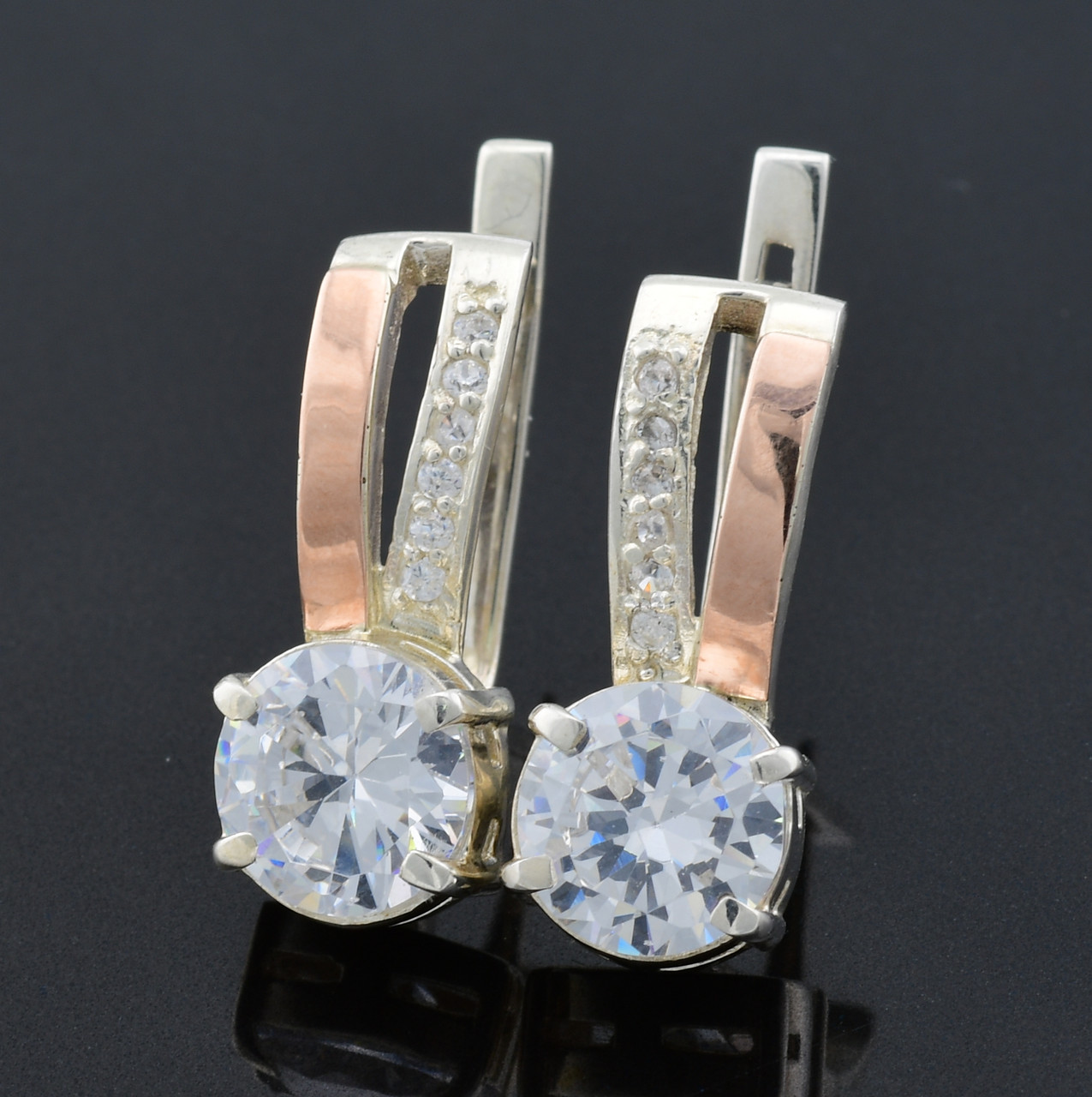 """Серебряные серьги с золотыми пластинами """"Мария"""", размер 24*10 мм, вставка белые фианиты, вес 7.4 г"""