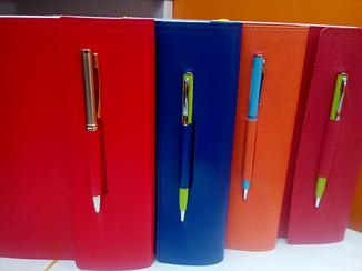 Ежедневник А5 крем с регистрами датированный с петлей для ручки