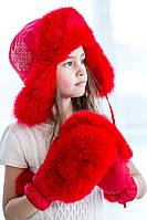 Теплая шапка для девочки красного цвета