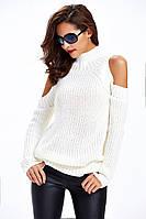 Женский свитер под горло крупной вязки с открытыми плечами белый