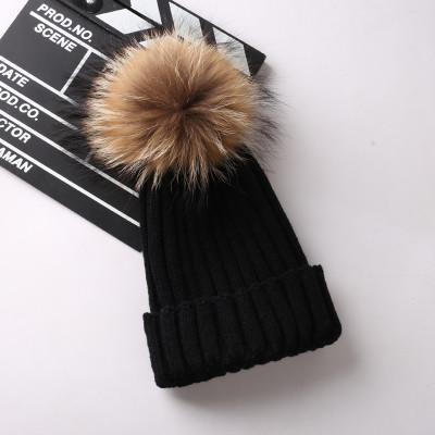Женская теплая вязаная шапка с меховым бубоном (помпоном) черная