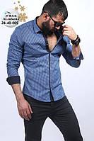 Синяя мужская рубашка в клетку