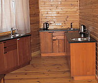 Деревянная кухонная тумба