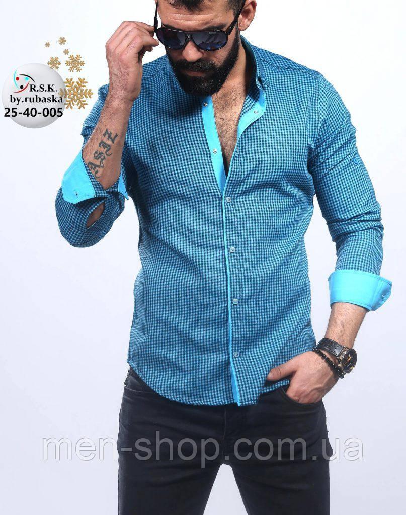 Стильная мужская рубашка голубого цвета в мелкую клетку