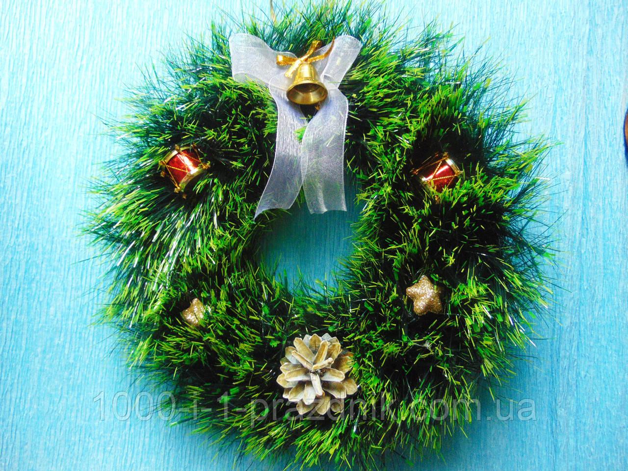 Новогодний венок зелёный с декором 28 см