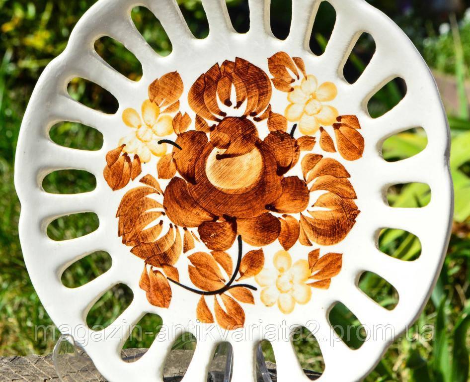 Шикарная тарелка,Цветы! Резной фарфор! POLAND!