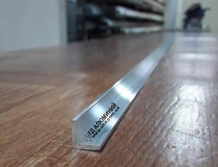 Алюминиевый уголок 10х10 х2 / без покрытия