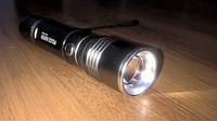 Яркий светодиодный фонарик LED