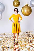 Платье желтое со складками