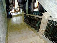 Лестница и поручни из мрамора