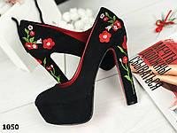 """Черные замшевые туфли на устойчивом каблуке 13см с вышивкой """"Цветы"""" эко- замш"""