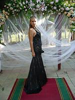 Аренда черного платья со стразами и шлейфом.