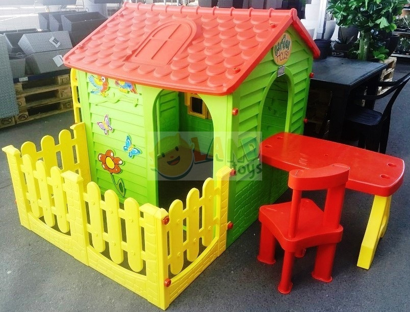 Детский домик со столиком и стульчиком