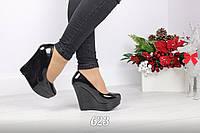 Женские чёрные туфли лаковые на танкетке