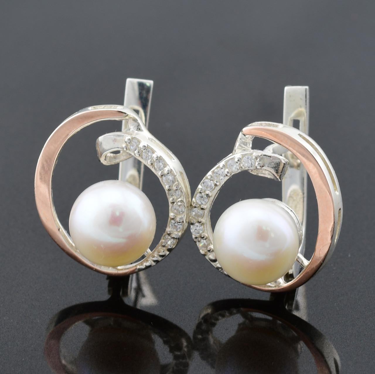 """Серебряные серьги с золотыми пластинами """"Синди"""", размер 18*15 мм, вставка искусственный жемчуг, вес 6.5 г"""