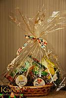 """Подарочный набор фуктового зеленого чая с """"Венским пирогом"""" и новогодним полотенцем с собачкой в корзинке"""