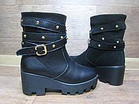 Ботинки женские  из натуральной кожи или замши. Полусапожки на тракторной подошве и без змейки.