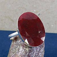 Серебряное кольцо с рубином.