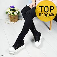 Женские ботфорты скрытой танкетке, черного цвета / сапоги высокие женские кожаные, белая подошва, стильные