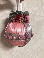 Новогодний шар серо-розовый