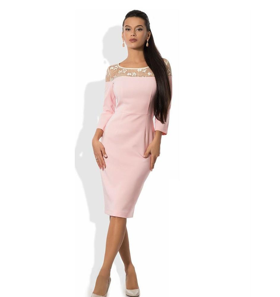 Нежно розовое платье футляр с оригинальным верхом