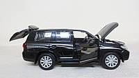 Коллекционная машинка Toyota Land Cruiser металлическая модель в масштабе 1:32