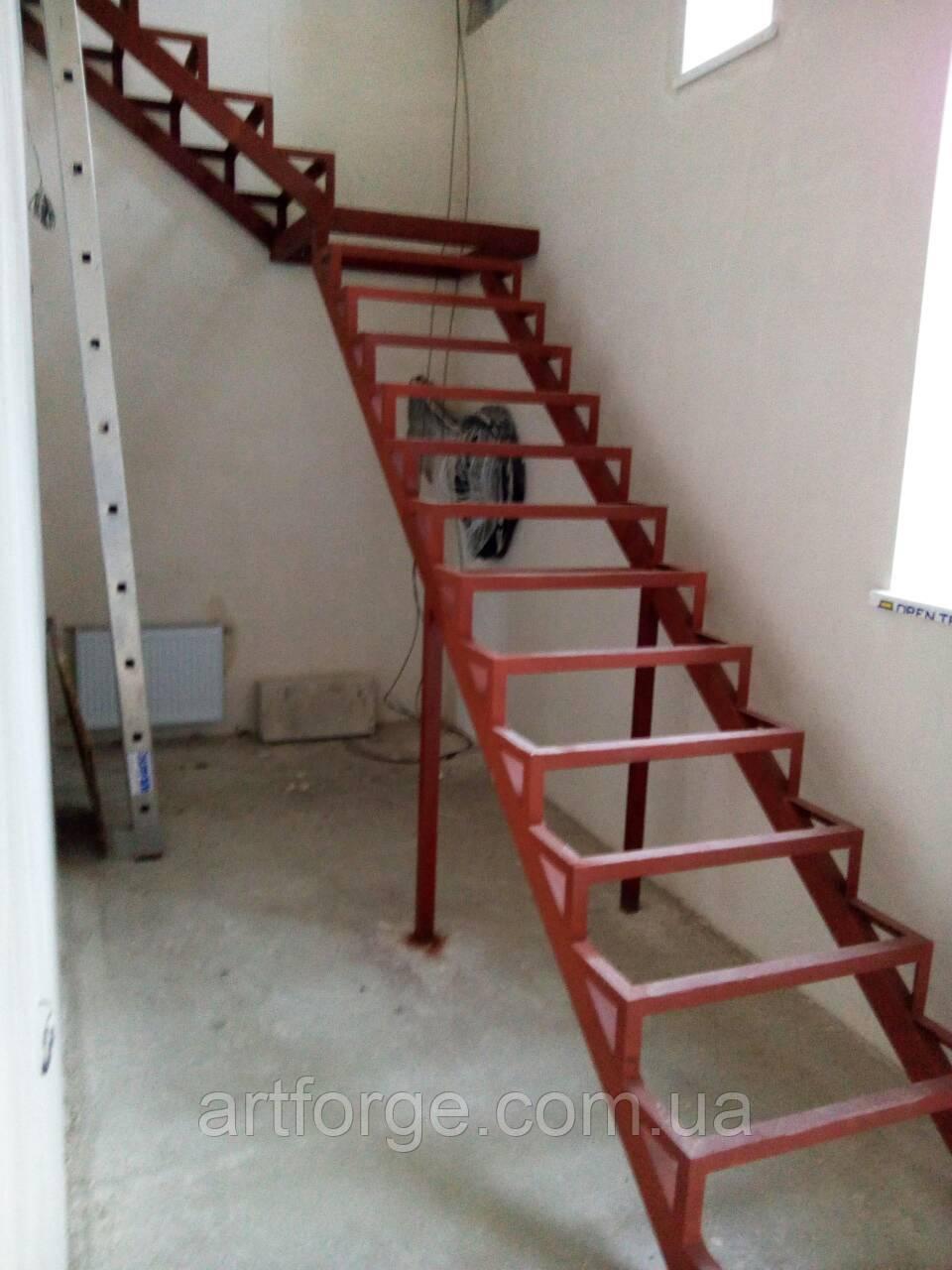 Каркас лестницы с поворотом 90 гр.